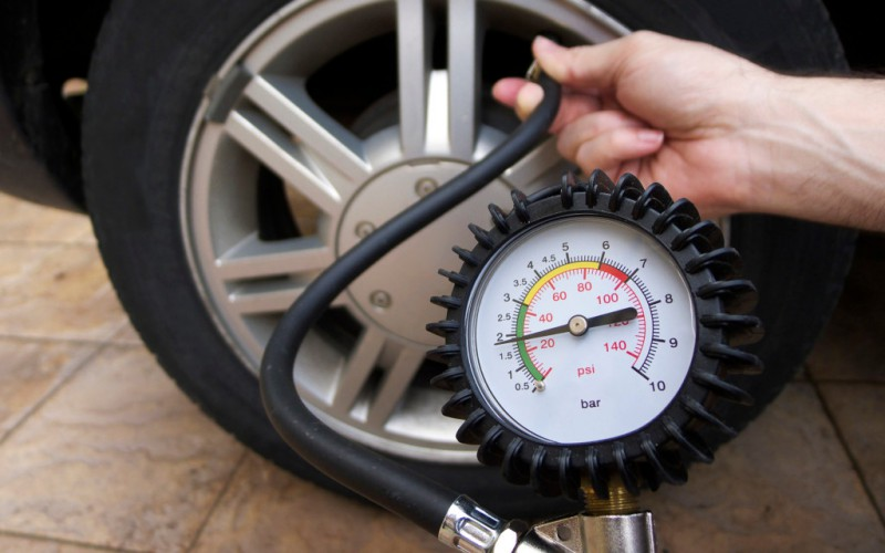 Checking-Tire-Pressure-1024x768