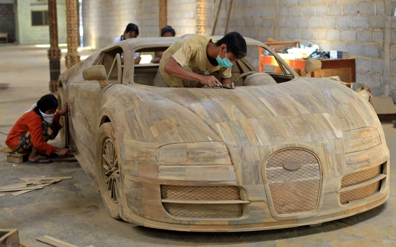 Bugatti-Veyron-replica-from-wood-in-Indonesia
