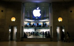 Apple_Store_Carrousel_du_Louvre,_18_March_2011