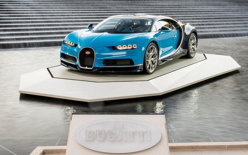 bugatti-chiron-at-the-foundation-louis-vuitton