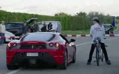 ferrari-f430-scuderia-drag-races-a-rocket-powered-bicycle_100489612_h