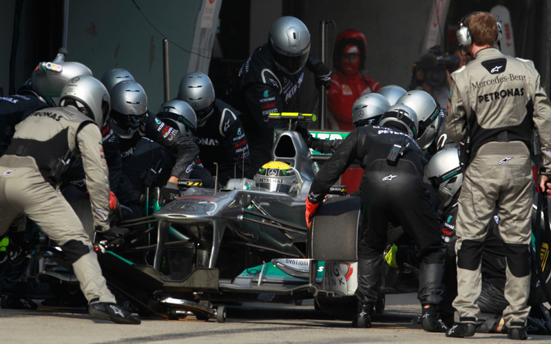 mercedes-gp-perform-the-fastest-pitstops-of-2011-34771_1